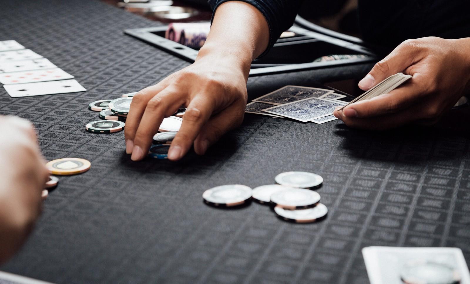仮想通貨ビットコイン投資はギャンブル?株FXとの違いを比較